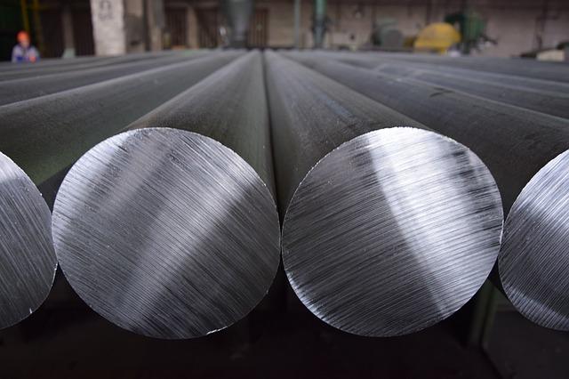 円柱の金属たち